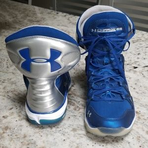NWT Mens Under Armour basketball sneakers